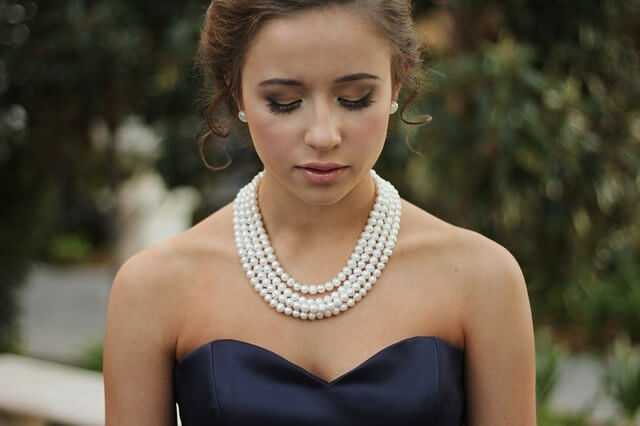 Girl wearing white pearl necklace