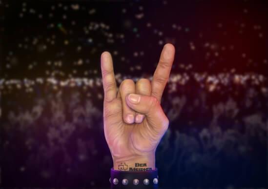 Devils horns hand