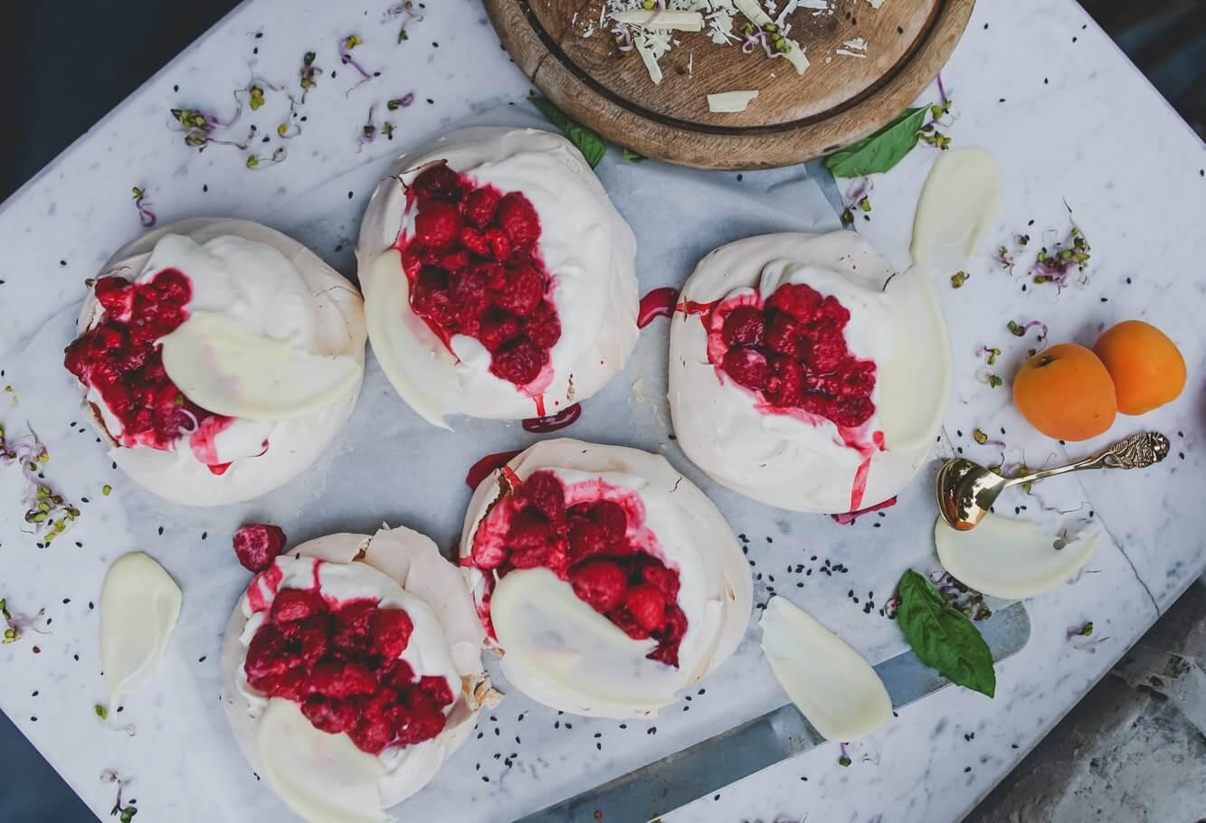 White chocolate raspberry cake combination