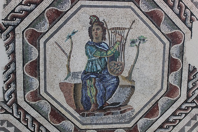 Lyre mosaic